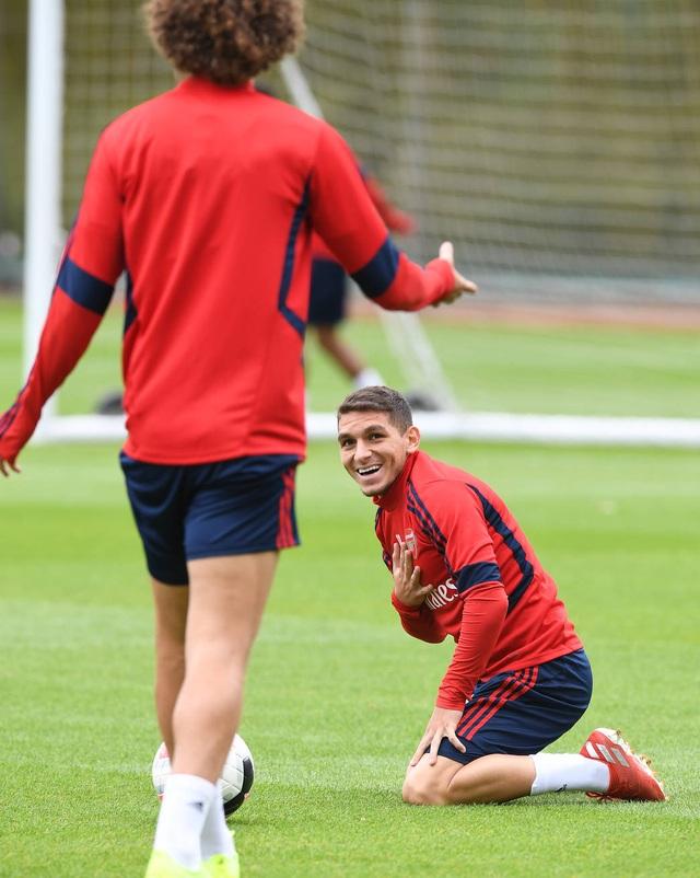 Ozil, Kolasinac trở lại sẵn sàng sát cánh cùng Arsenal - 5