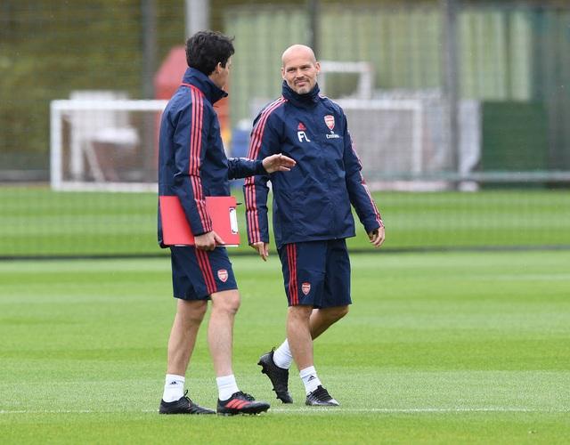 Ozil, Kolasinac trở lại sẵn sàng sát cánh cùng Arsenal - 1