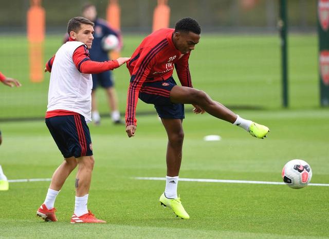 Ozil, Kolasinac trở lại sẵn sàng sát cánh cùng Arsenal - 6