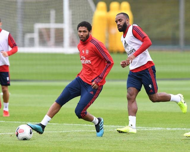 Ozil, Kolasinac trở lại sẵn sàng sát cánh cùng Arsenal - 4