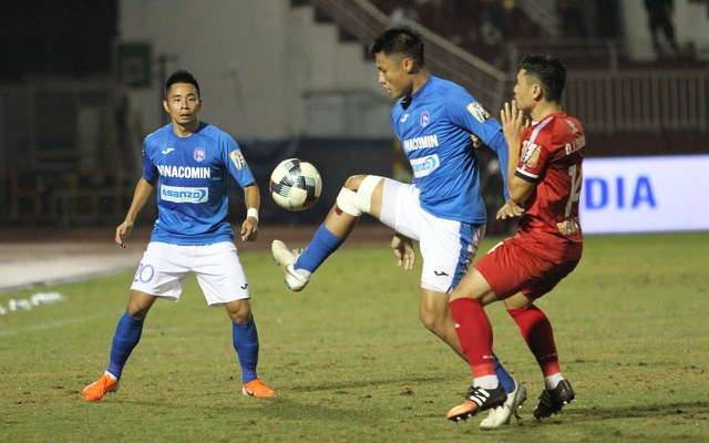 CLB TPHCM thắng Than Quảng Ninh trong trận cầu trọng tài liên tục bị phản ứng - 1