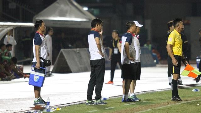 CLB TPHCM thắng Than Quảng Ninh trong trận cầu trọng tài liên tục bị phản ứng - 9