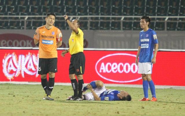 CLB TPHCM thắng Than Quảng Ninh trong trận cầu trọng tài liên tục bị phản ứng - 7