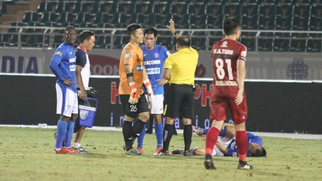 CLB TPHCM thắng Than Quảng Ninh trong trận cầu trọng tài liên tục bị phản ứng - 4
