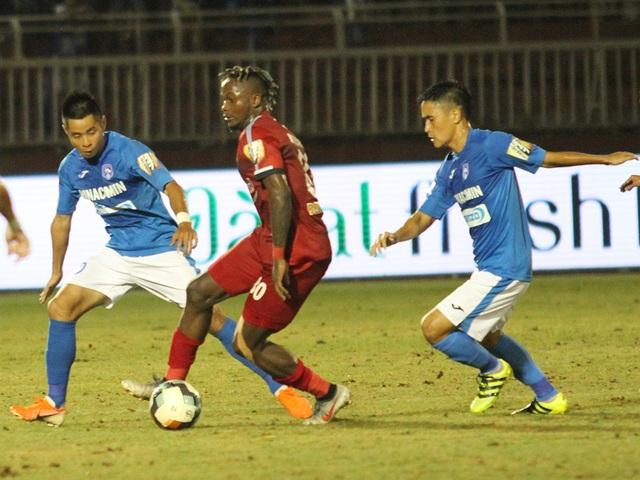 CLB TPHCM thắng Than Quảng Ninh trong trận cầu trọng tài liên tục bị phản ứng - 5