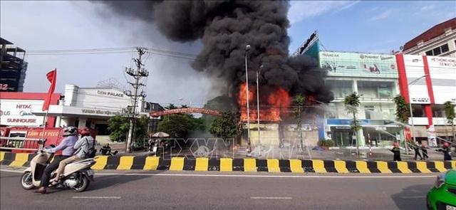 Siêu thị của người Trung Quốc tại thành phố Bắc Giang bốc cháy ngùn ngụt - 2