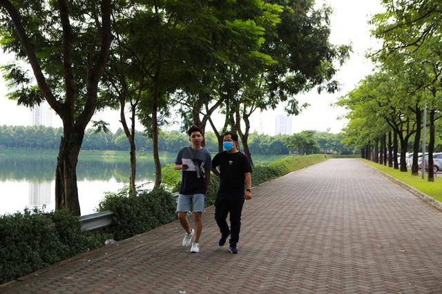Hà Nội: Cá chết hàng loạt bốc mùi nồng nặc ở hồ Yên Sở - 6