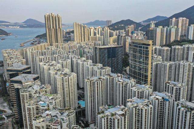 Cơn địa chấn Hong Kong, người dân hoảng loạn gom tiền mặt - 2