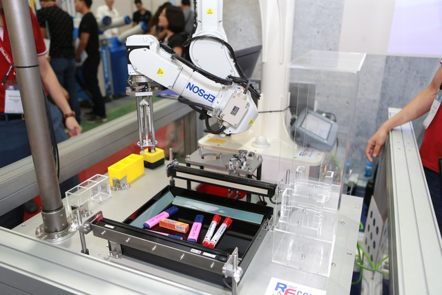 Epson đưa robot có thị giác để thay thế con người vào Việt Nam