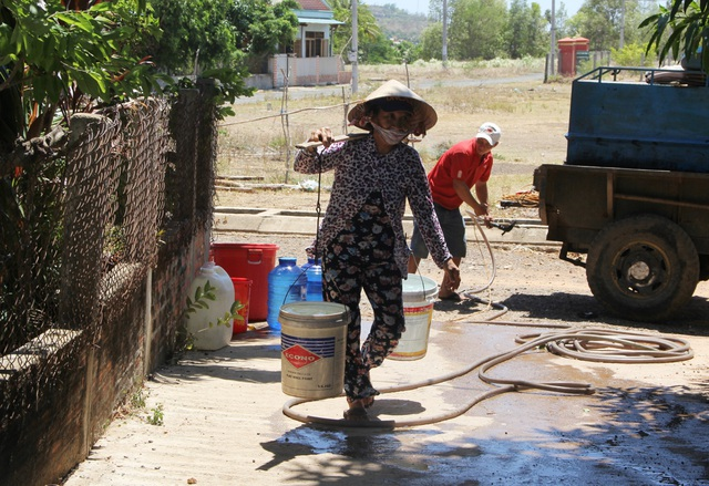 """Phú Yên nắng hạn suốt nhiều tháng, hơn 9.000 hộ dân """"khát nước"""" trầm trọng - 7"""