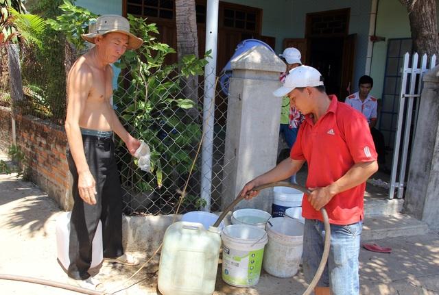 """Phú Yên nắng hạn suốt nhiều tháng, hơn 9.000 hộ dân """"khát nước"""" trầm trọng - 5"""