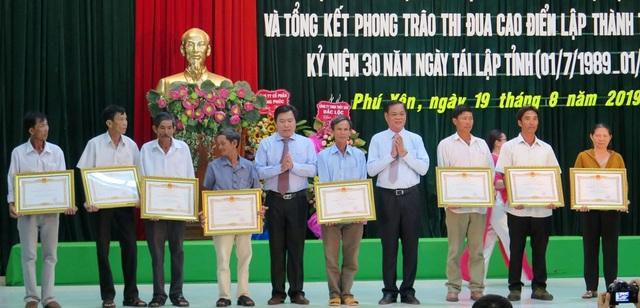 Trao danh hiệu Bà mẹ Việt Nam anh hùng cho 16 cá nhân - 1