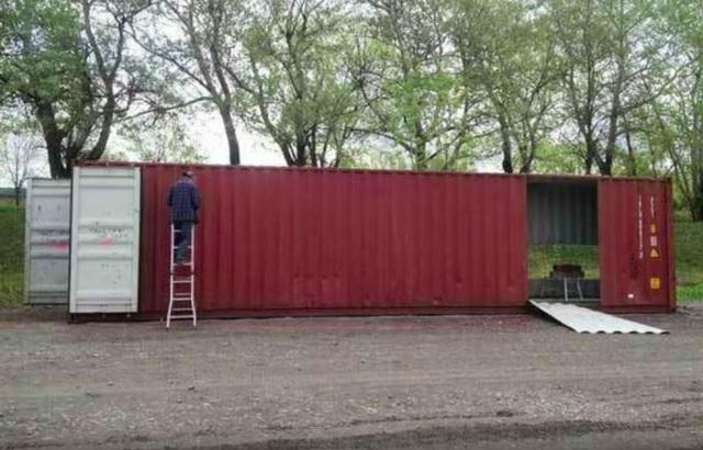 Mua bốn chiếc container để xây dựng một ngôi nhà độc đáo - 1