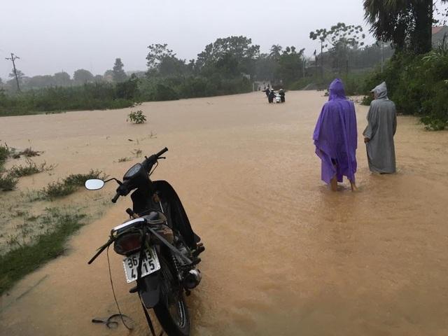 Đập tràn - Hiểm nguy rình rập mùa mưa lũ - 2