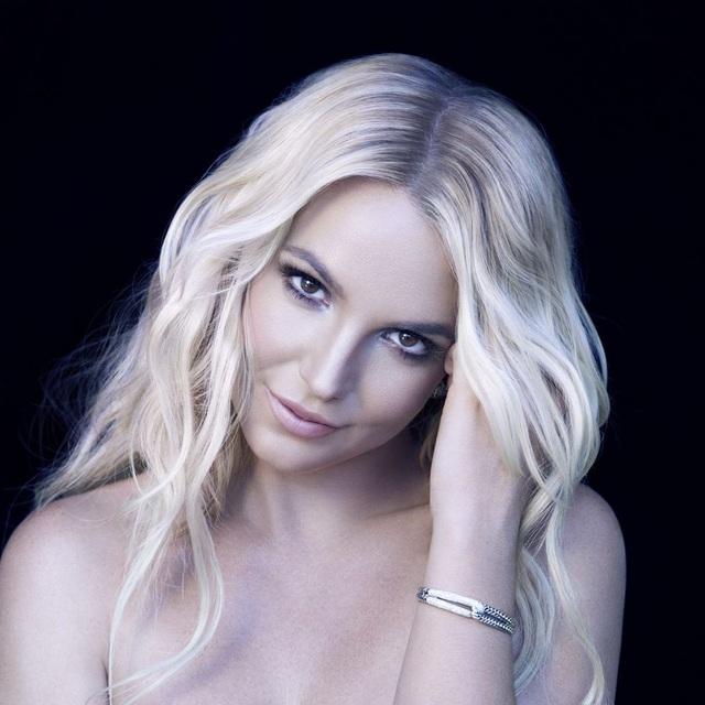 Khoe một đôi giày, Britney Spears bị cộng đồng mạng chỉ trích  - 2