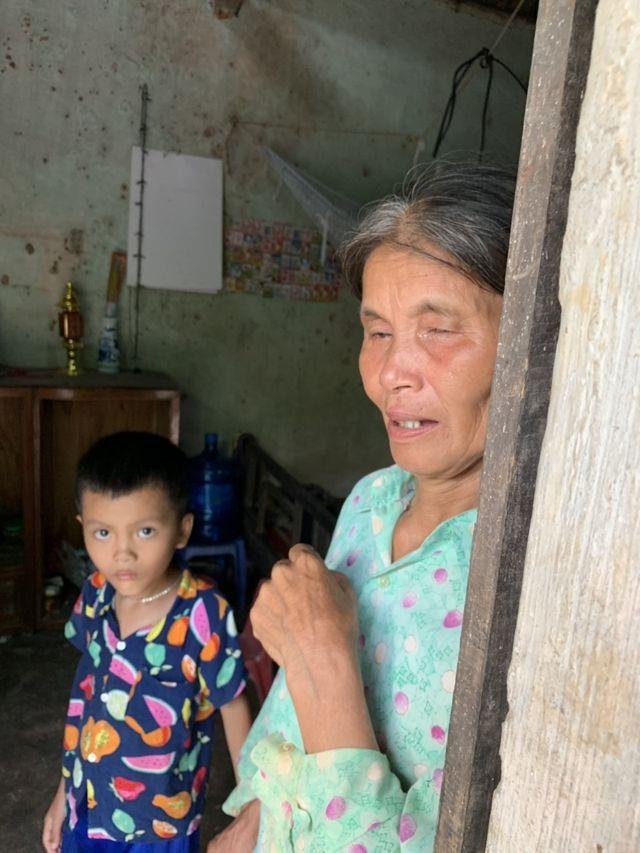 Cậu bé mồ côi cùng ông bà ngoại sống trong căn nhà sắp sập được bạn đọc giúp đỡ gần 90 triệu đồng - 3
