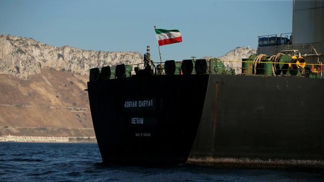 Siêu tàu chở dầu Iran đổi tên, rời Gibraltar bất chấp lệnh bắt từ Mỹ - 1