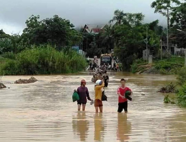 Đập tràn - Hiểm nguy rình rập mùa mưa lũ - 3