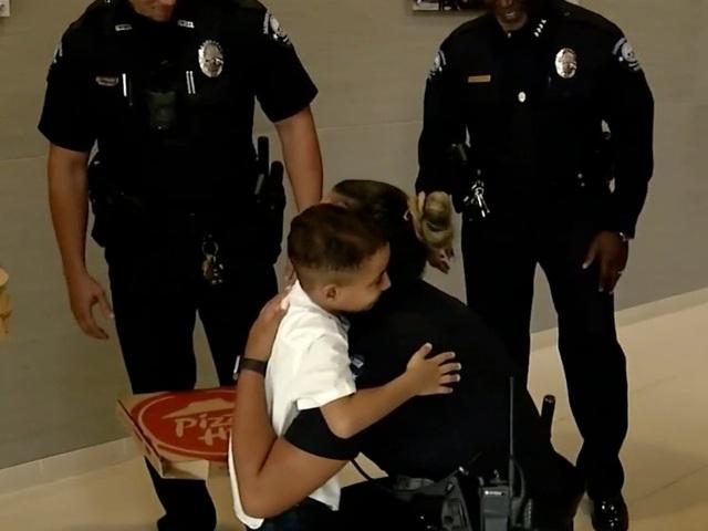 Dân mạng thích thú với câu chuyện về cậu bé gọi điện cho cảnh sát để... đặt bánh pizza và cái kết bất ngờ - 2