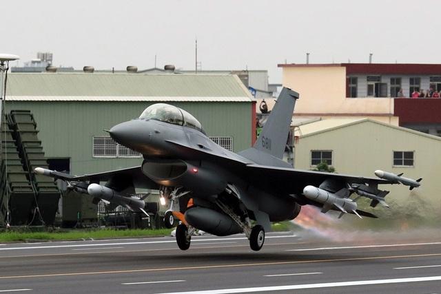 Ông Trump nêu lý do đồng ý bán 66 máy bay chiến đấu F-16 cho Đài Loan - 1