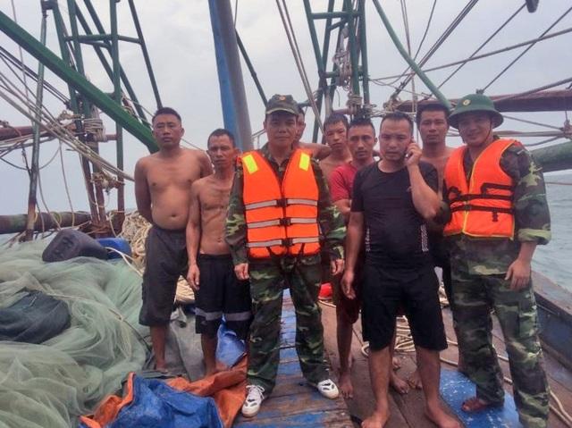 Bộ đội Biên phòng cứu nạn thành công 7 thuyền viên  - 1