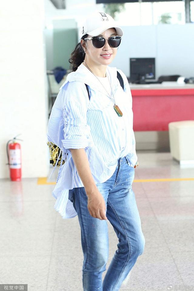 63 tuổi, Lưu Hiểu Khánh trẻ trung từ phong cách thời trang đến dáng vóc - 7