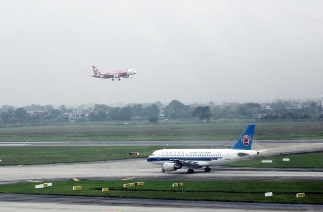 Nguy cơ đóng cửa đường băng sân bay Nội Bài vì hằn lún rộng 1m - 1