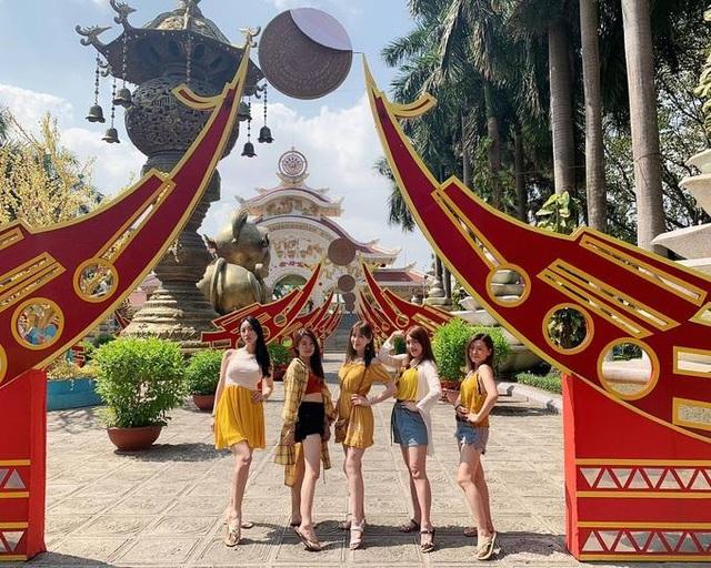 """Diện bikini trong công viên nước ở Việt Nam, siêu vòng 1 Đài Loan bị """"mắng oan"""" - 8"""