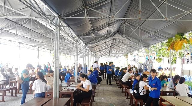 Tất bật đón tiếp hàng ngàn tân sinh viên nhập học - 2
