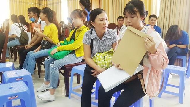 Tất bật đón tiếp hàng ngàn tân sinh viên nhập học - 5