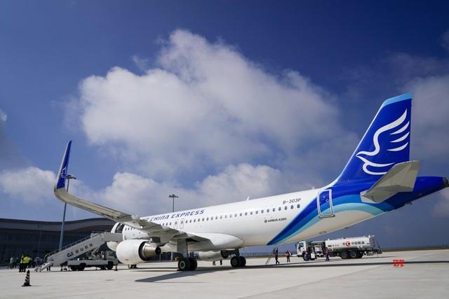 """Trung Quốc mở cửa sân bay """"nằm trên biển mây"""" - 3"""