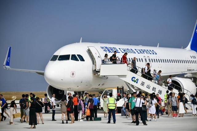 """Trung Quốc mở cửa sân bay """"nằm trên biển mây"""" - 4"""