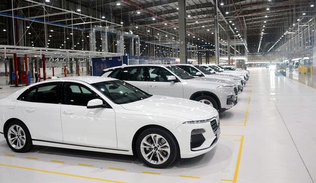 Ưu đãi lớn, ô tô Việt Nam giảm giá mạnh - 2