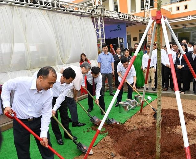 Vietcombank tài trợ 4,2 tỷ đồng xây Nhà ở bán trú và Nhà ăn cho Trường PTDT nội trú A ma Trang Lơng tại tỉnh Gia Lai - 7