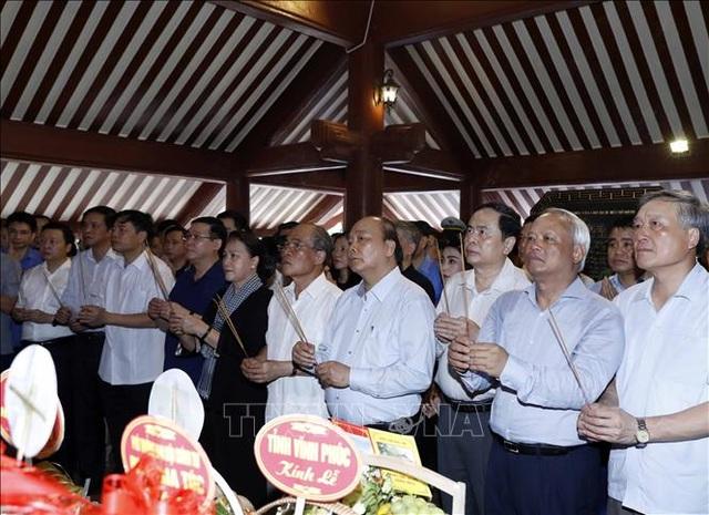 Thủ tướng, Chủ tịch Quốc hội dâng hương tưởng niệm Chủ tịch Hồ Chí Minh - 1