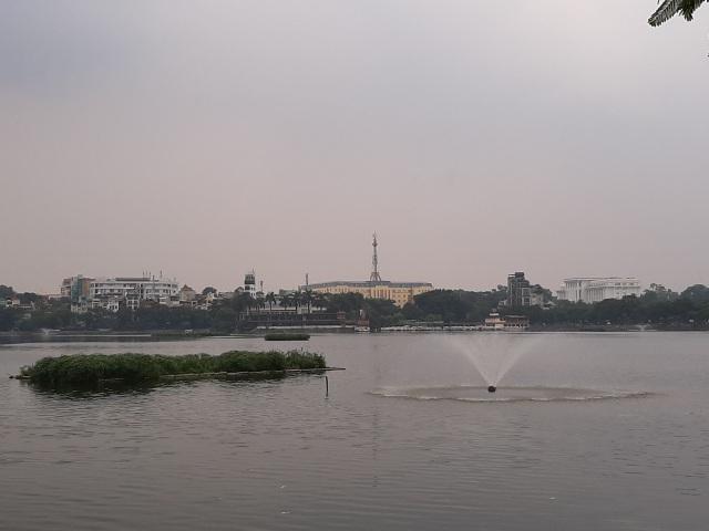 Hà Nội: Cá chết hàng loạt bốc mùi hôi thối trên hồ Trúc Bạch - 21