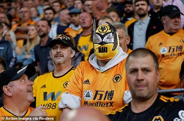 Những khoảnh khắc thất vọng của Man Utd trên sân Wolves - 5