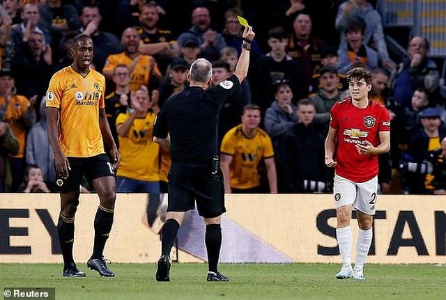 Những khoảnh khắc thất vọng của Man Utd trên sân Wolves - 10