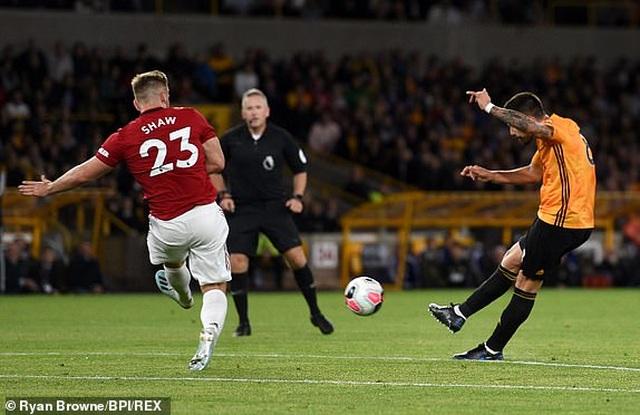 Những khoảnh khắc thất vọng của Man Utd trên sân Wolves - 15