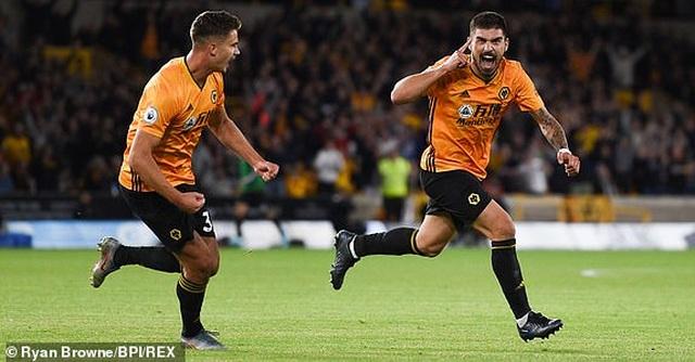 Những khoảnh khắc thất vọng của Man Utd trên sân Wolves - 17