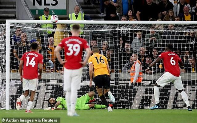 Những khoảnh khắc thất vọng của Man Utd trên sân Wolves - 19