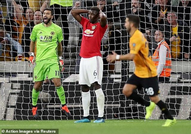 Wolves 1-1 Man Utd:  Pogba bỏ lỡ quả phạt đền - 1