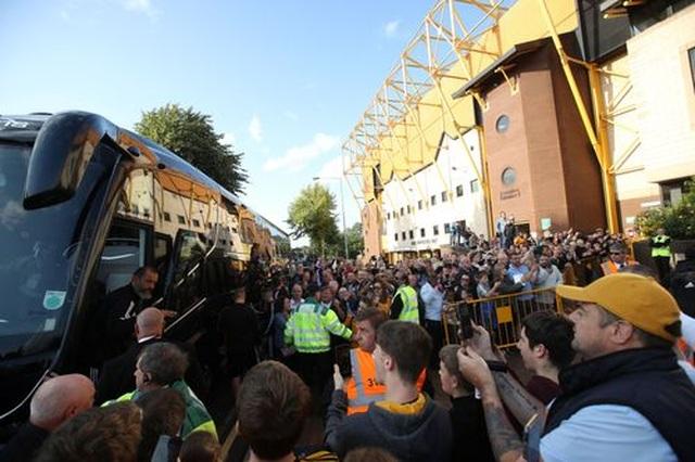 Những khoảnh khắc thất vọng của Man Utd trên sân Wolves - 2