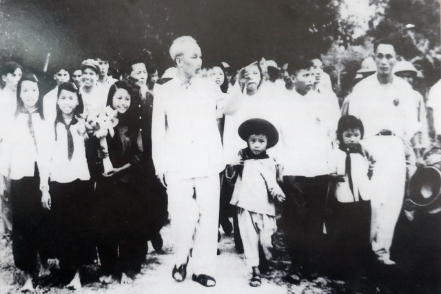 """Triển lãm """"50 năm thực hiện Di chúc Chủ tịch Hồ Chí Minh"""" - 1"""