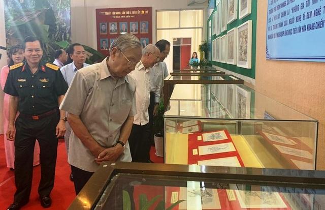 """Cần Thơ: Triển lãm ảnh """"50 năm thực hiện Di chúc của Chủ tịch Hồ Chí Minh"""" - 2"""
