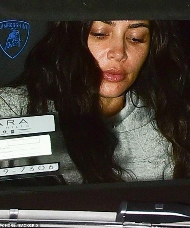 Kim Kardashian bất ngờ để mặt mộc ra phố - 6