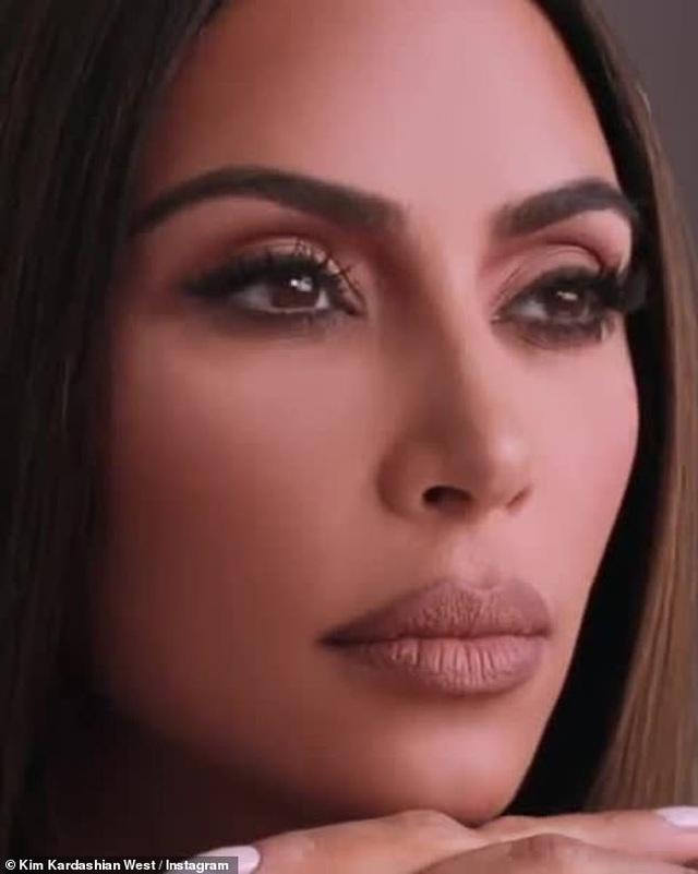 Kim Kardashian bất ngờ để mặt mộc ra phố - 8