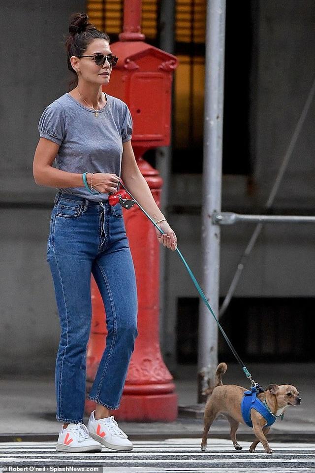 Katie Holmes vui vẻ ra phố sau khi chia tay bạn trai - 4