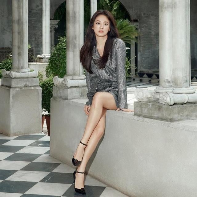 Song Hye Kyo quyến rũ khác lạ với trang điểm mắt mèo - 10