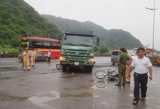 Nữ du khách nước ngoài bị xe tải cán tử vong - 1